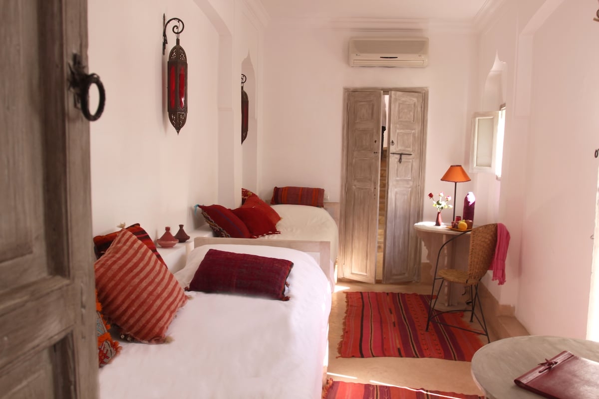 Riad guesthouse:Colorful Touem Room