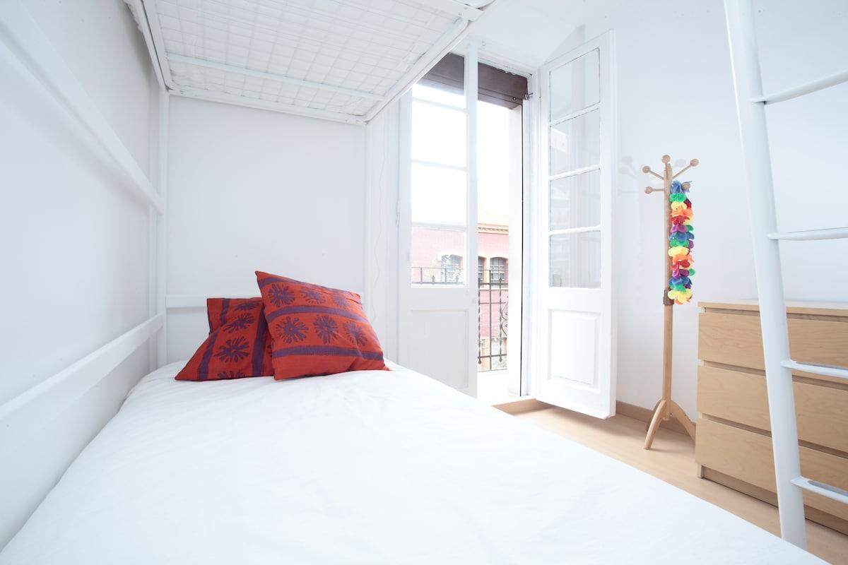 Cozy 2b room+wifi Sagrada Familia