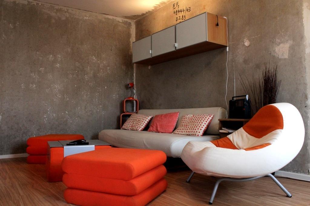 Wohnzimmer in Beton- & Retro-Look