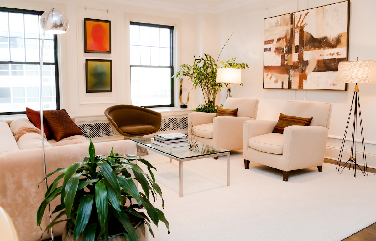 Enjoy yourself in this spacious living room
