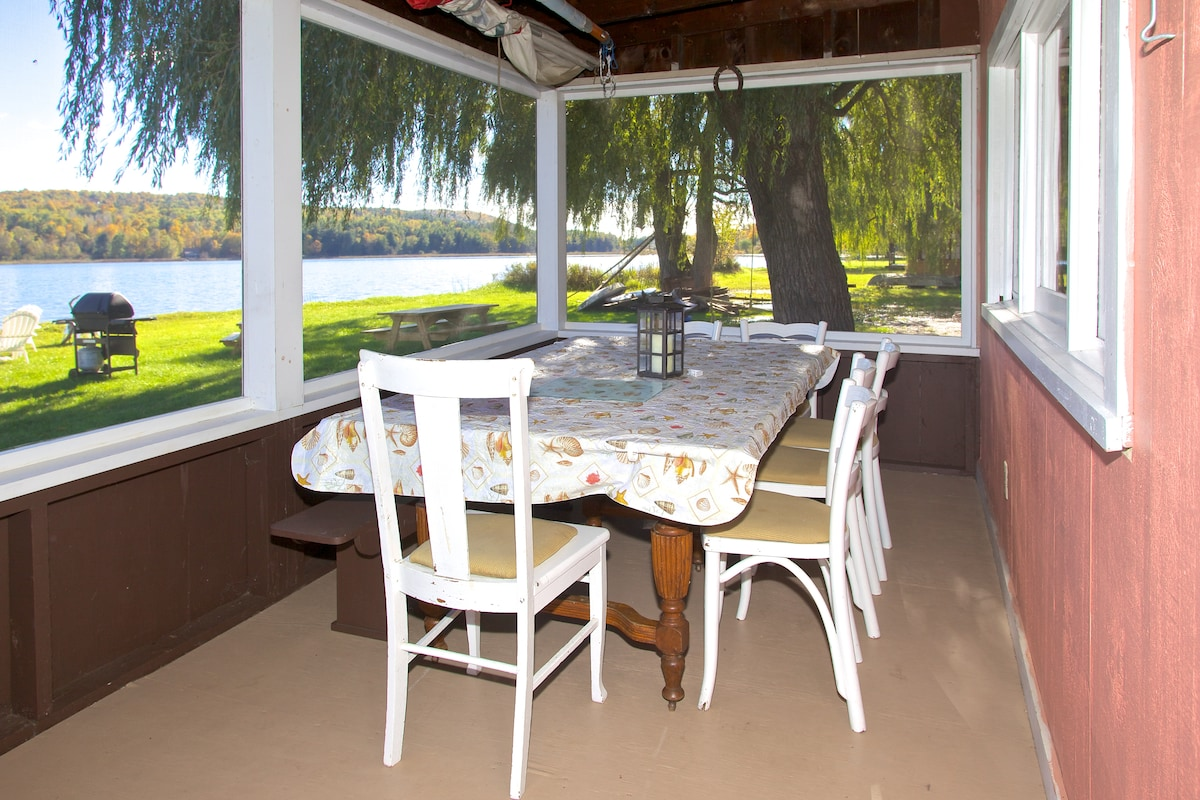 Seating for ten people on screened in porch overlooking lake.