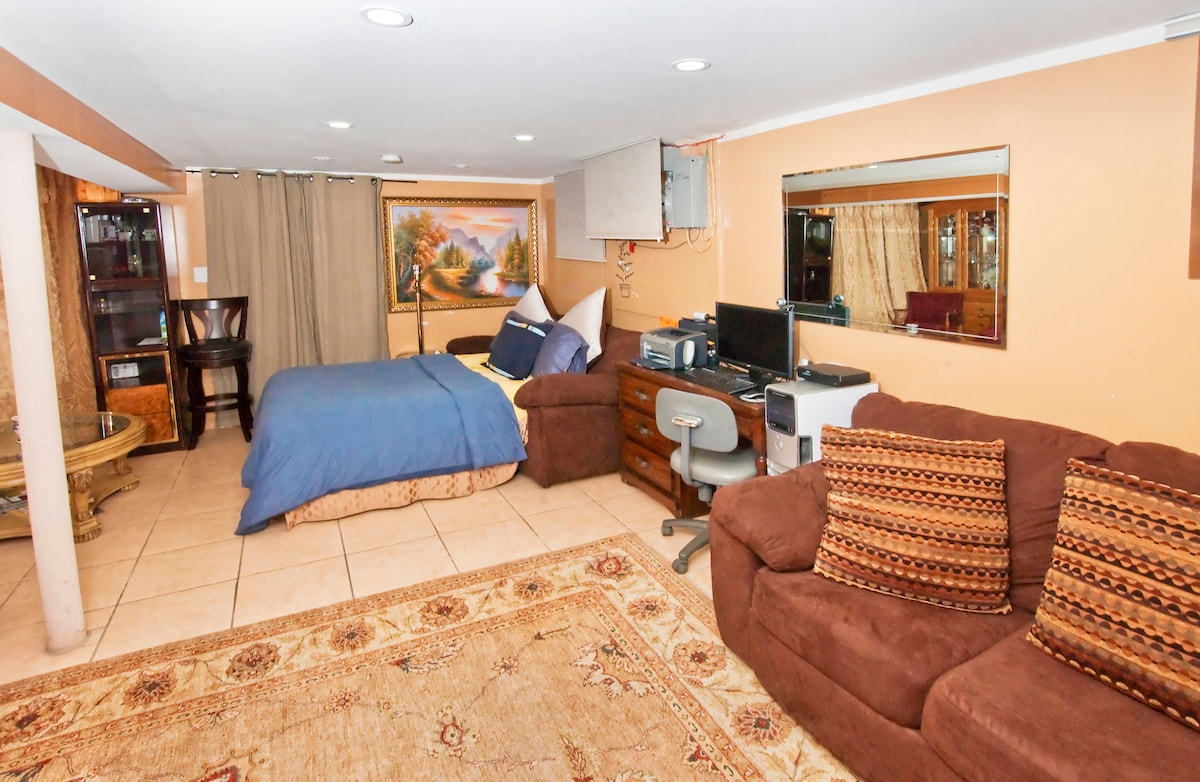 15 MIN TO TIMES SQUARE sleeps 8