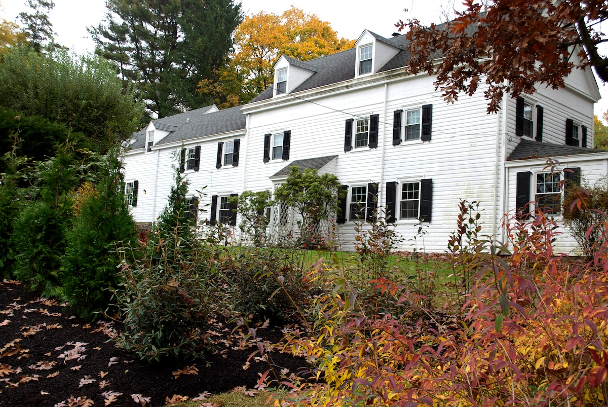 Philly Farmhouse within city limits on 3/4 acres of land