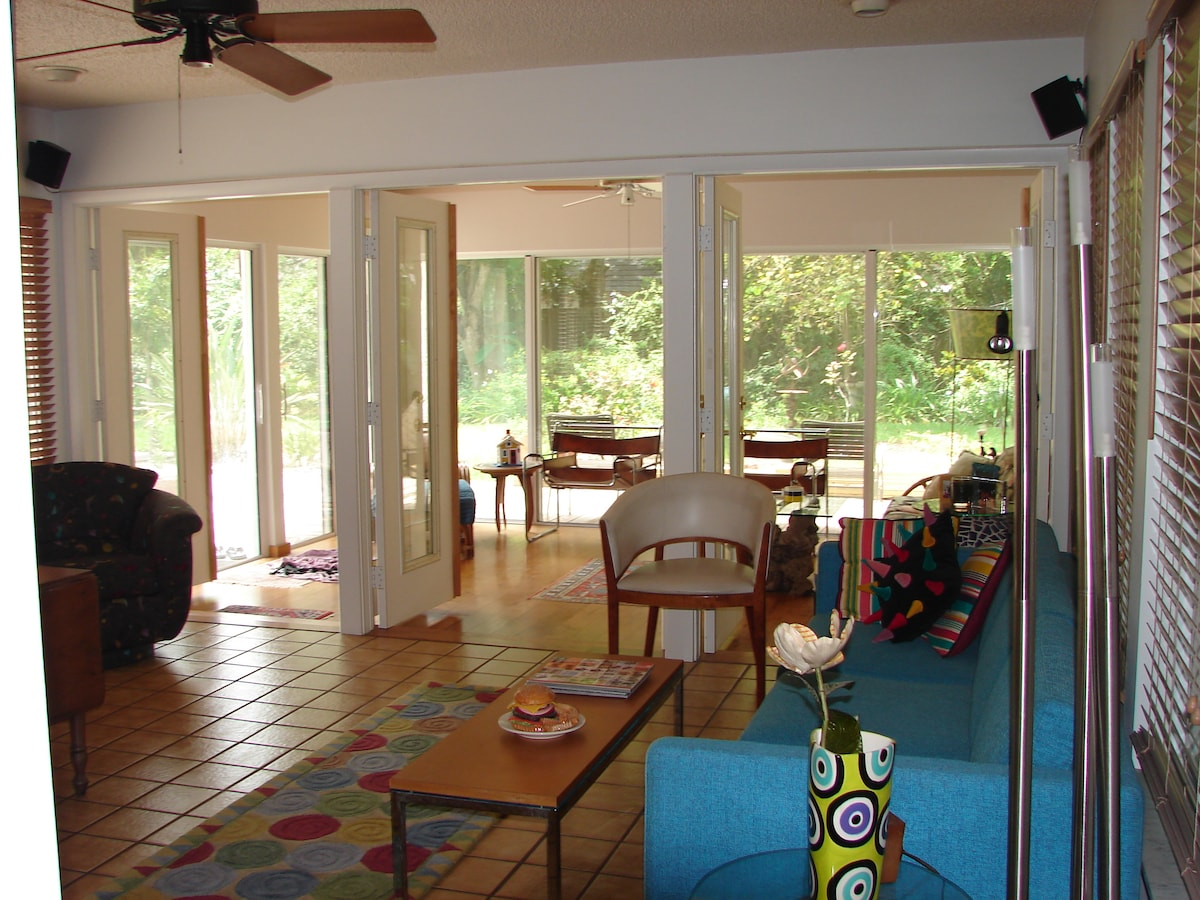 Large living room lanai area to spread out.  Read and relax with lots of light and nature views.