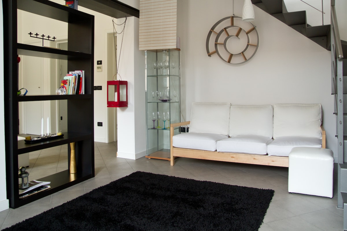 MASTER FLOOR : THE SECOND LIVING ROOM