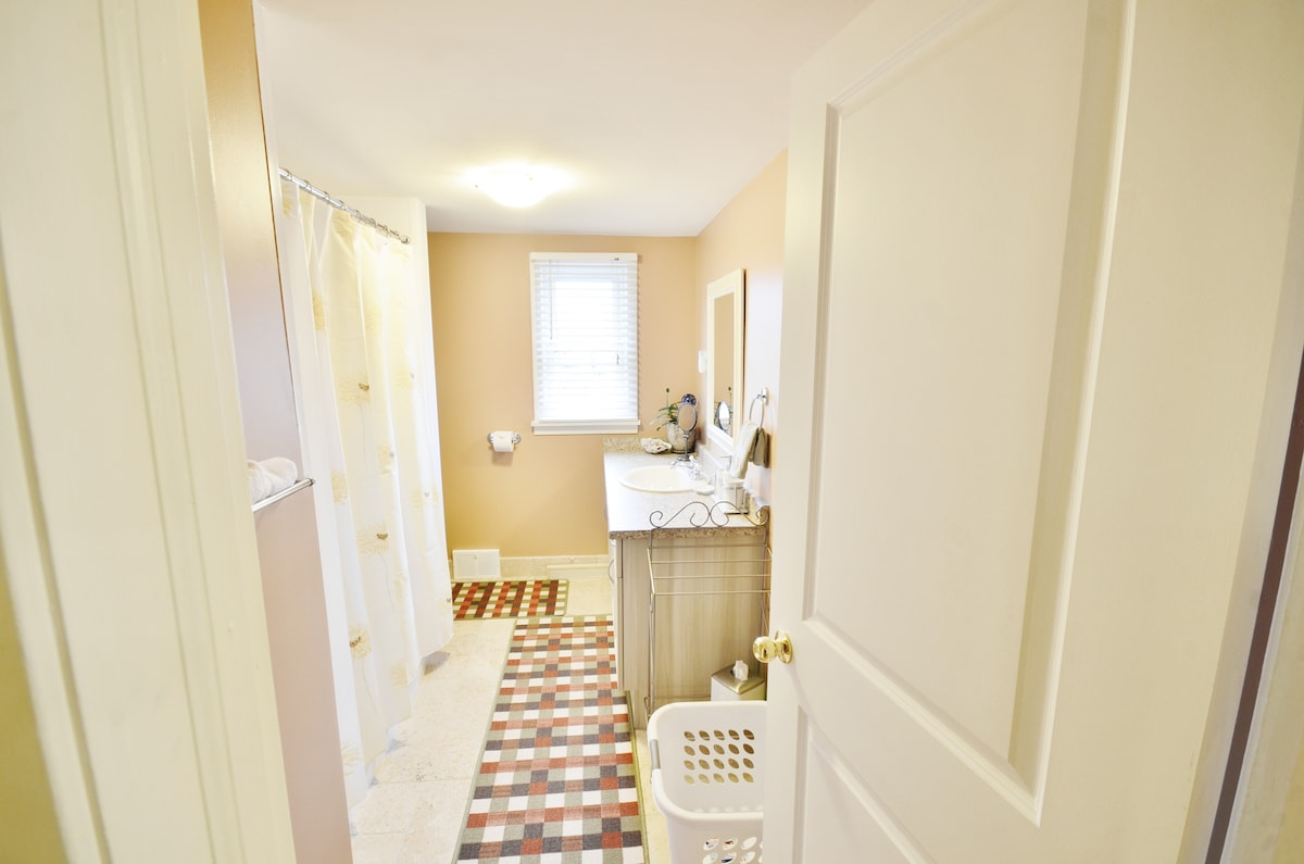 Second Floor Suite - Bathroom