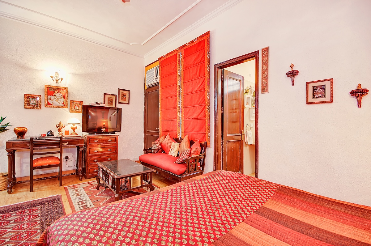 Gulmohar Superior Bedroom - Sitting area & work table