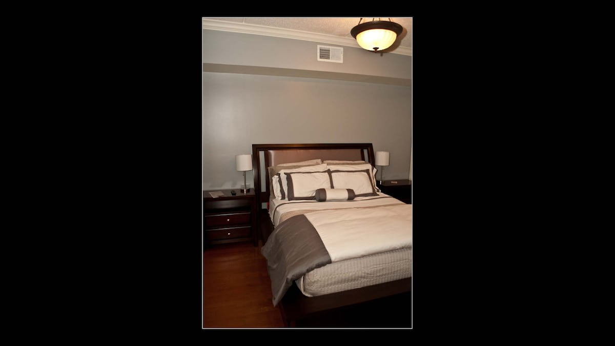 memory foamtop mattress with the finest egyptian cotton sheets and down comforter!