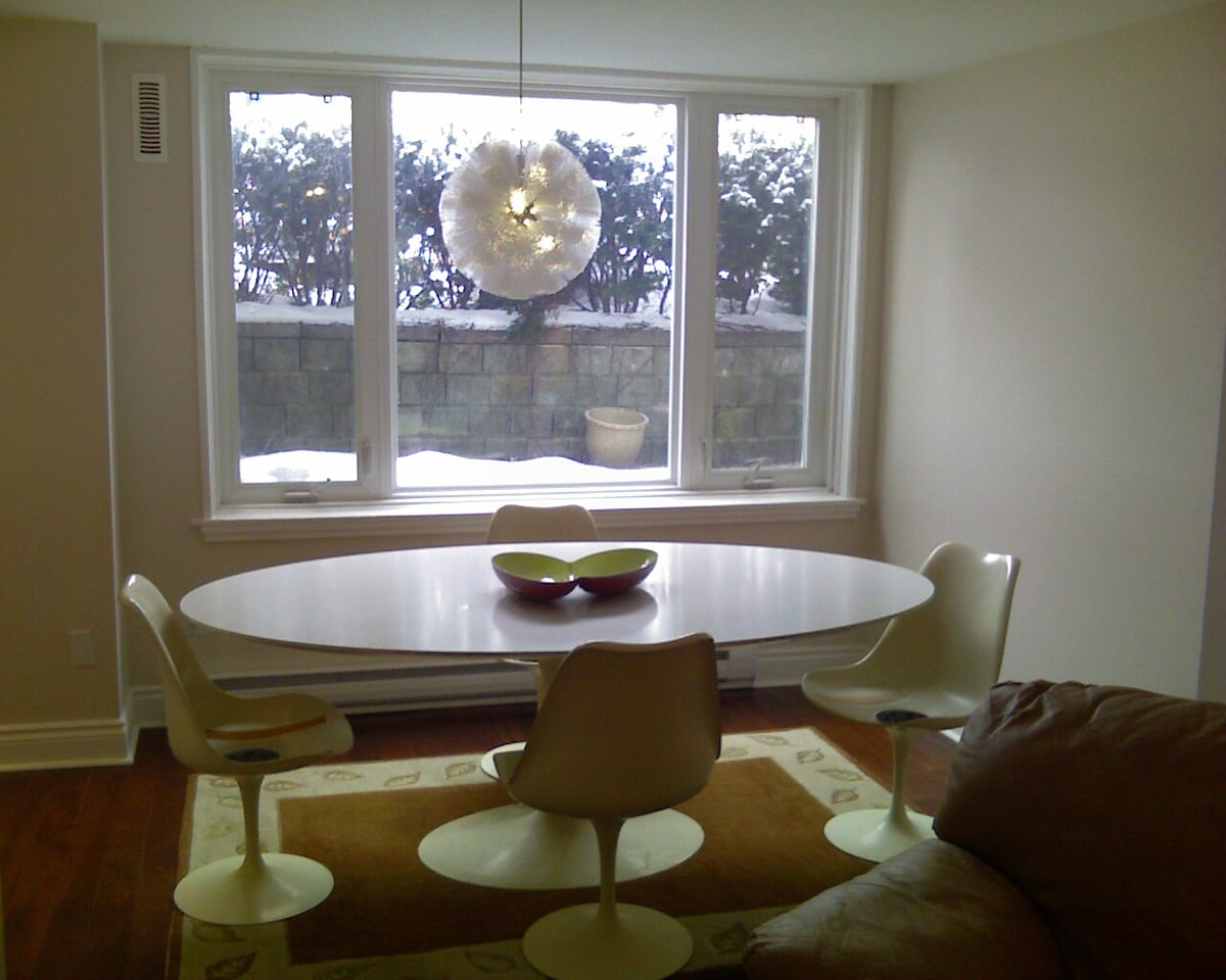 Bright, trendy, dining area seats 6 comfortably.
