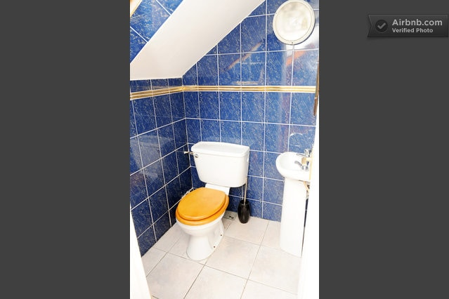 Small en-suite toliet / sink/ shower