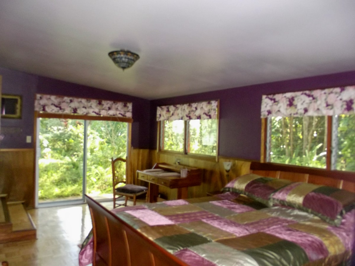 Spacious, Romantic Suite for Two