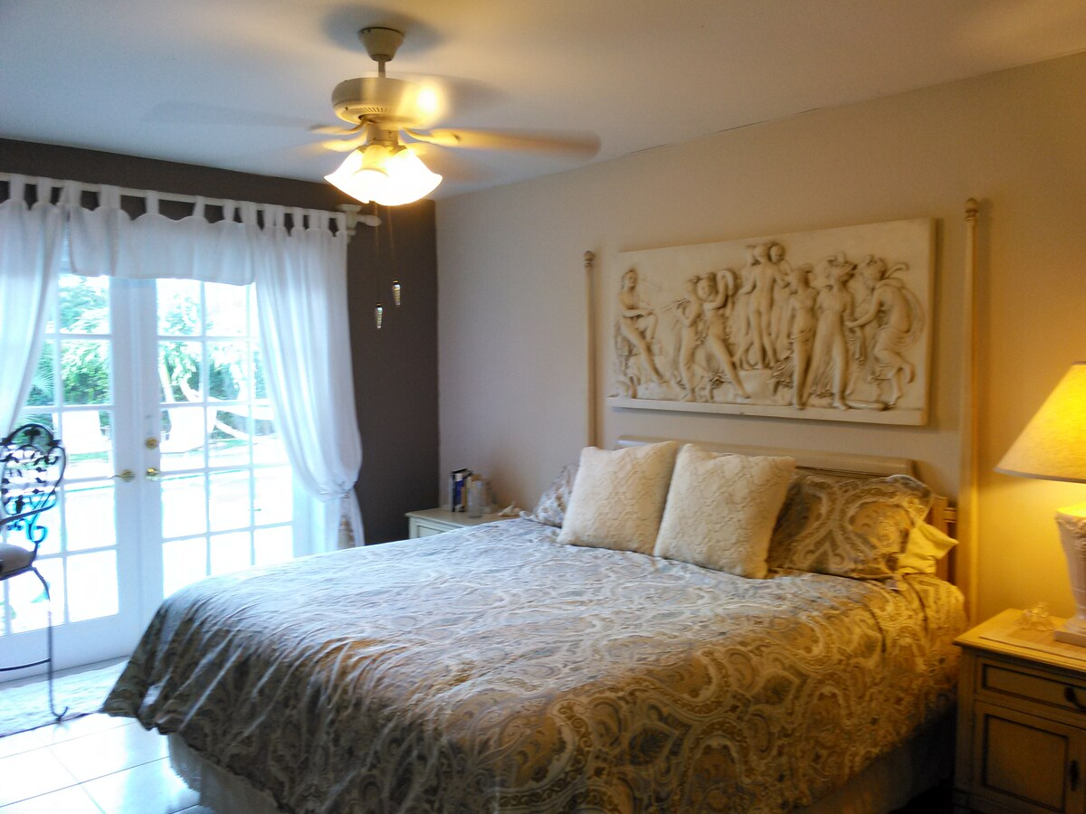 New linens/paint September 2015 King size bed