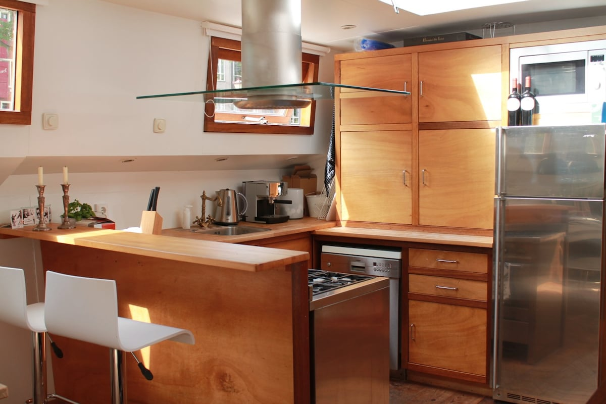 Kitchen with a bar