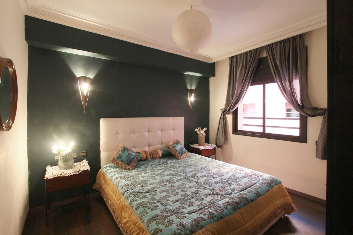 the 1st Bedroom Doble with placard and window