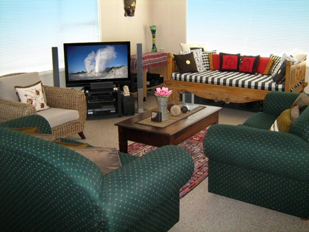 Rotorua City Homestay shared guest lounge