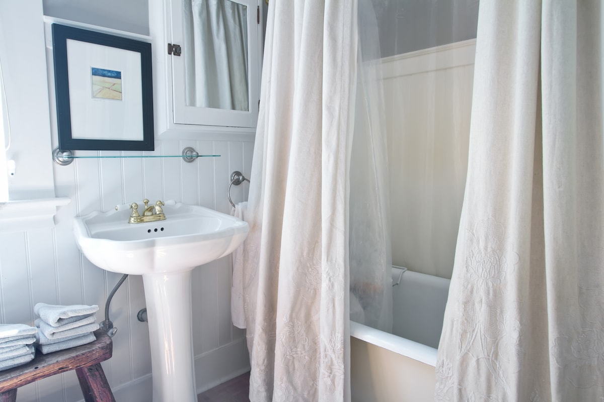 Large upstairs washroom with clawfoot tub, great water pressure for shower. This bathroom is shared:).