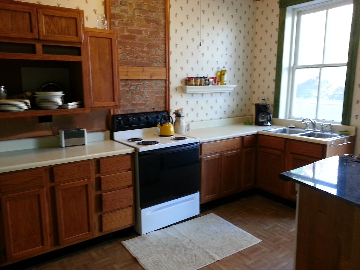Coffee maker, microwave, toaster, pancake mix and coffee provided