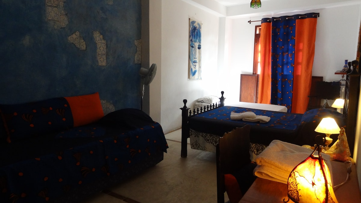 Marocco room in Charming family B&B