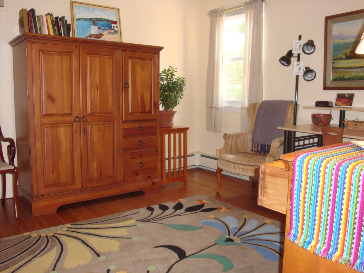 Private room with 2 bunk beds - dresser drawers are empty for your use
