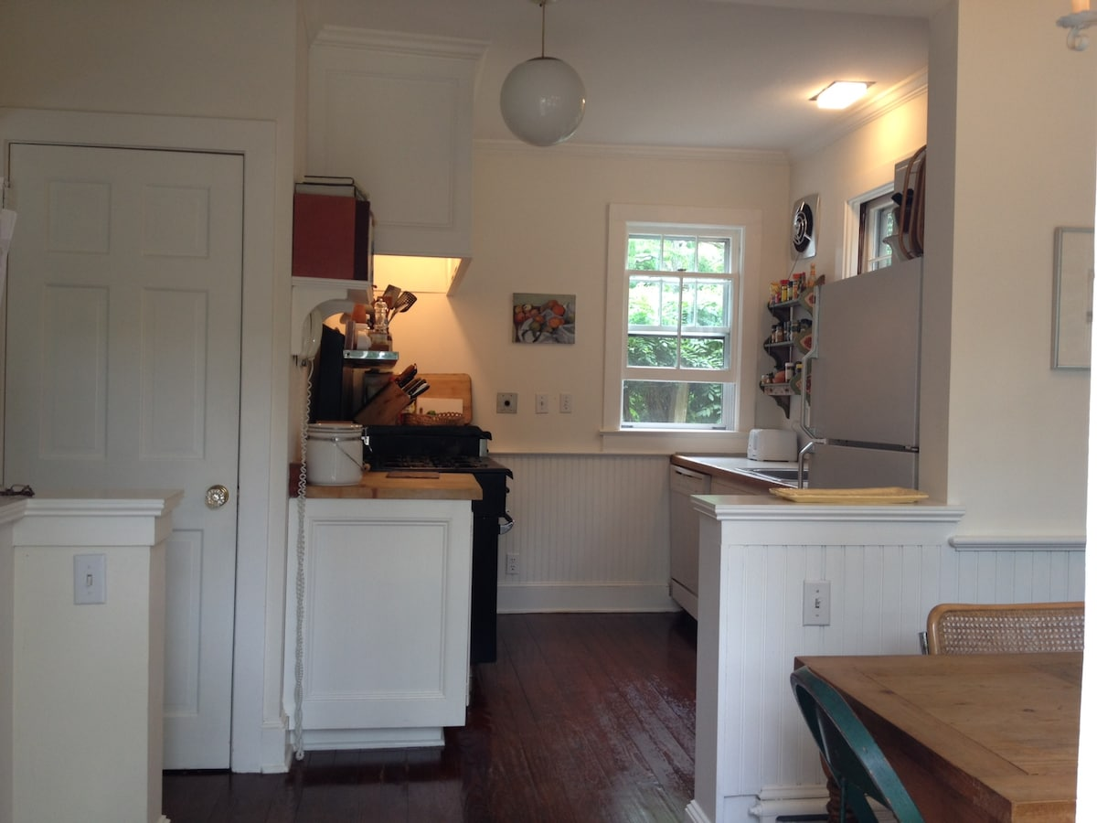Eat-in country kitchen. Fully equipped for those who love to cook.