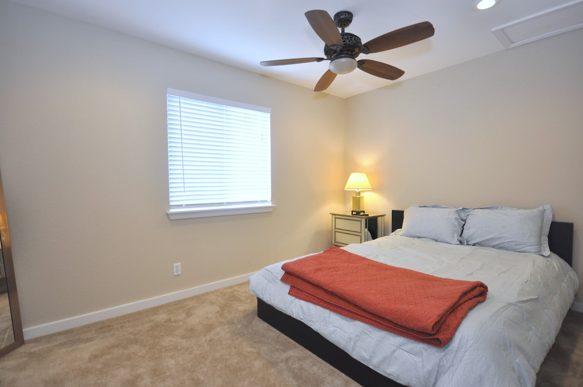 TOWNHOME in SOLA -78704-close to DT