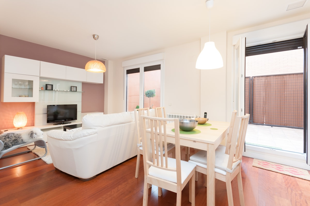 Cosy flat with terrace near subway