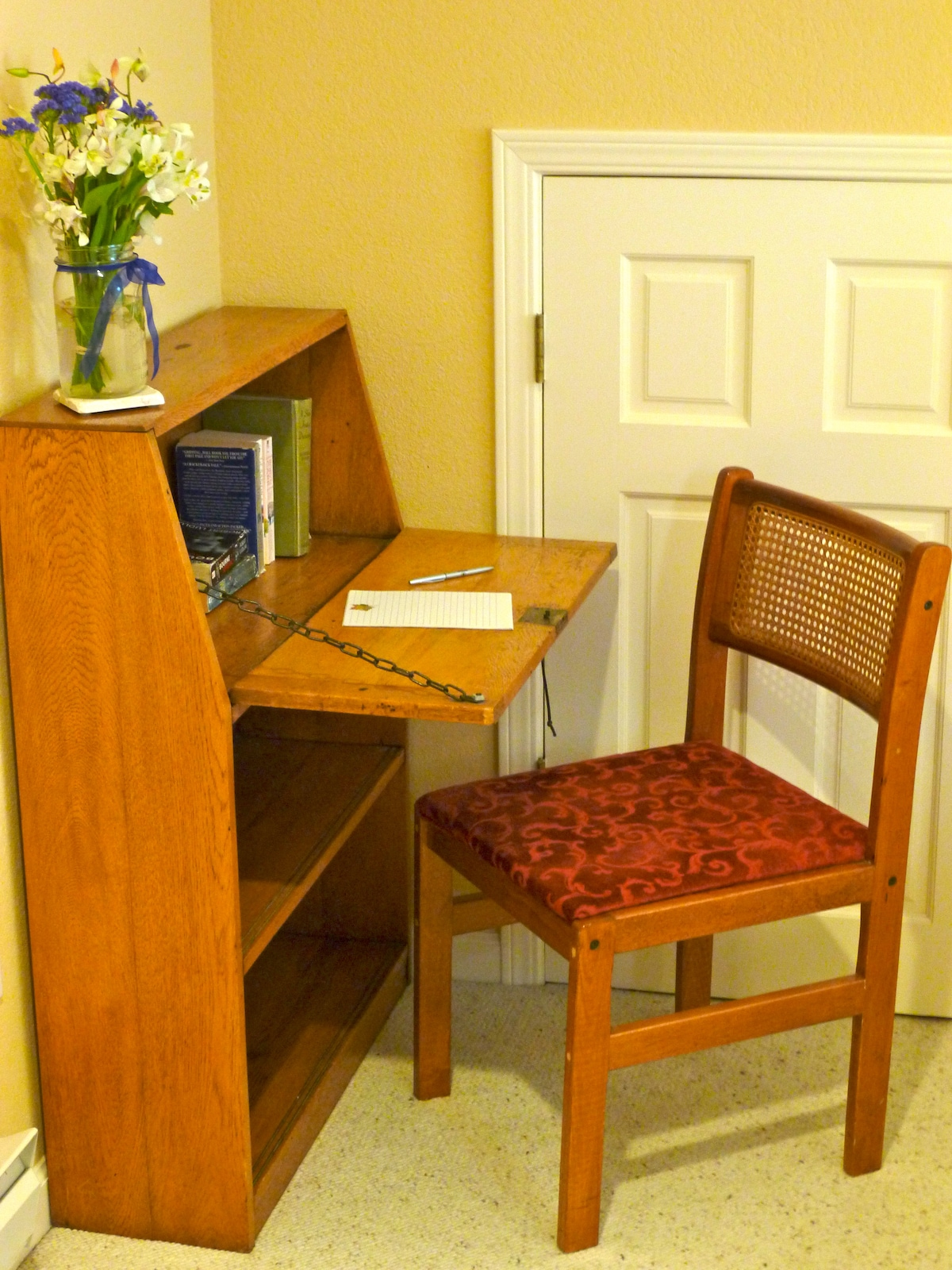 Small computer/writing desk