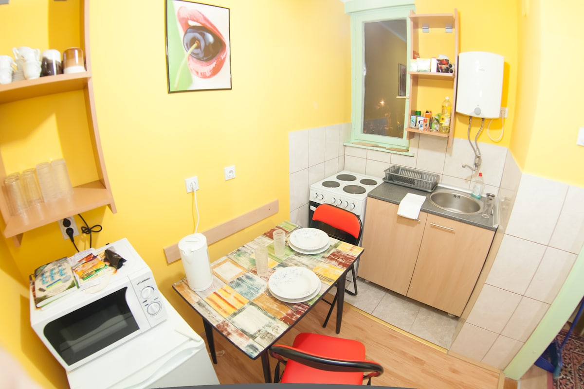 app 1 kitchen, fully equipped