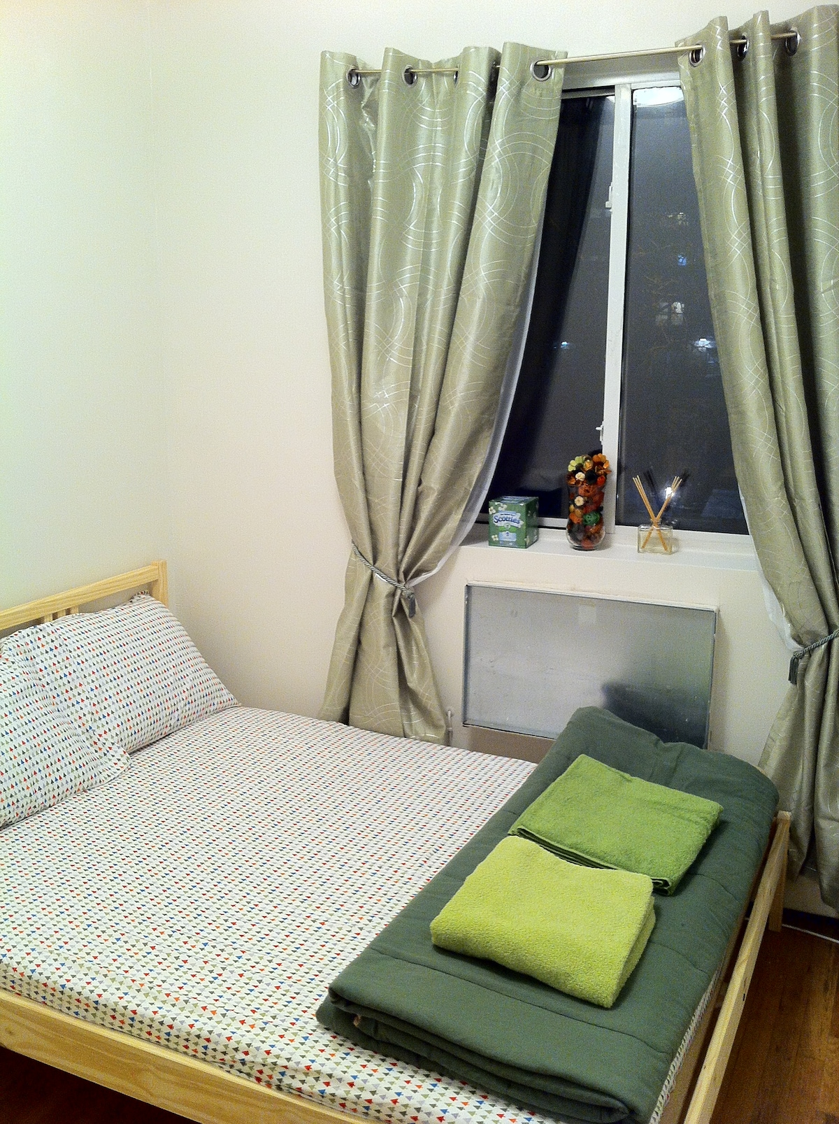 Home Sweet Room-EMERALD-Queens NYC!