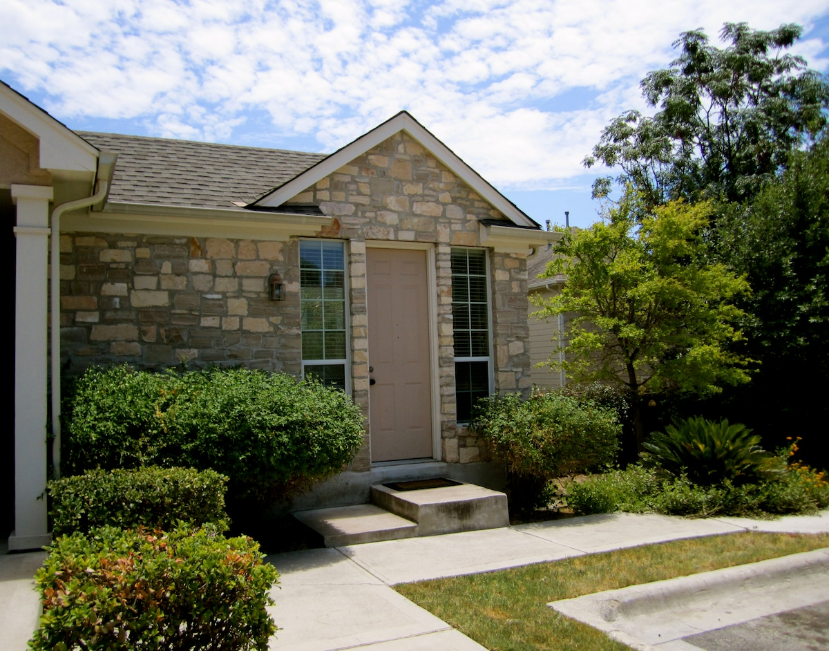 ACL Guest House 2 miles from Zilker