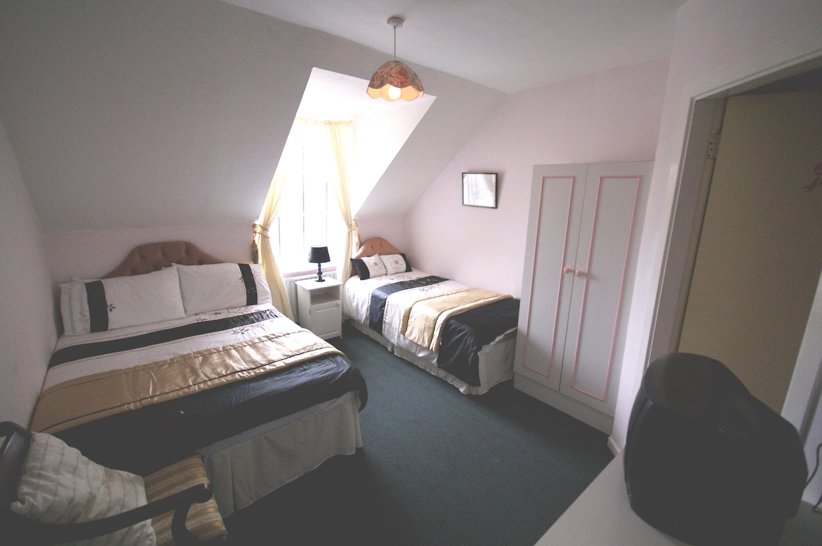 Room 4 ...