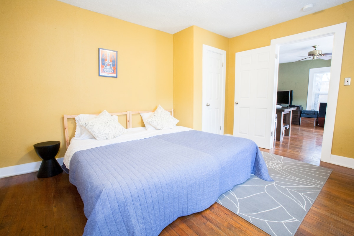 The versatile 2nd bedroom can be made into a king (shown) or 2 twins to accommodate additional guests.
