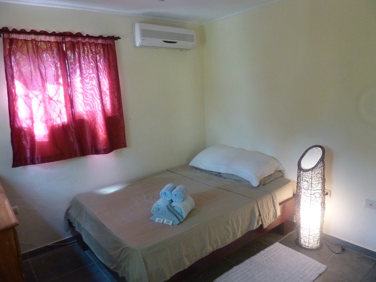 Bedroom with linens, towells and soap provided