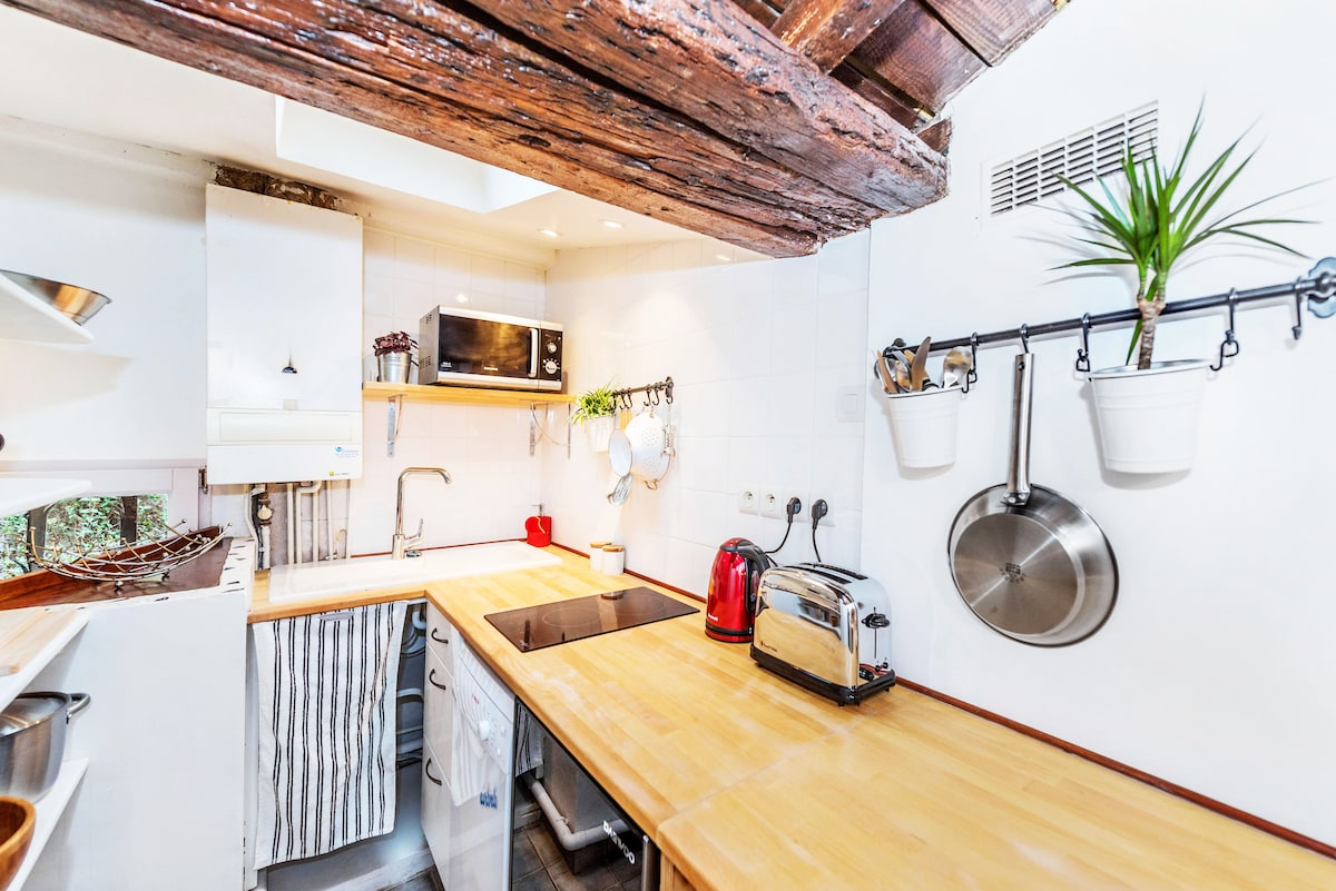 Bright, fully equipped kitchen.
