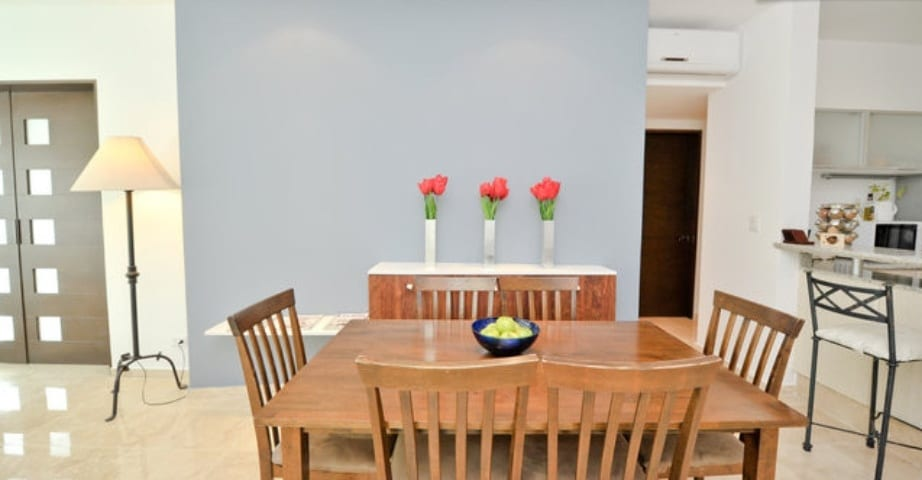 Common Dining room for  6 guest
