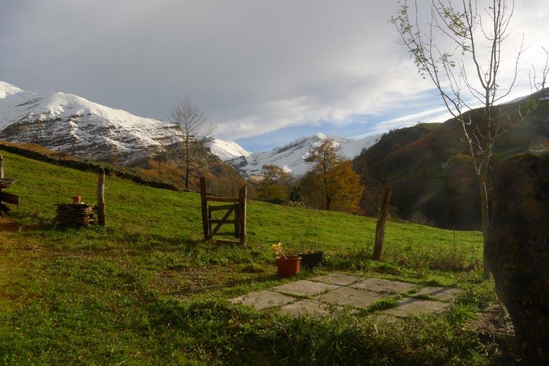 Castro Valnera 1720 m. nevado. Vista desde la cabaña.