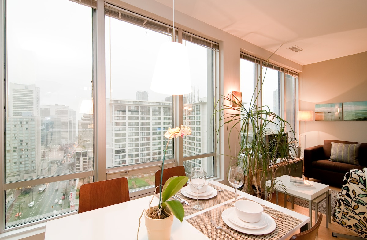 This apartment is on the 14th floor and has an amazing view of the city, day and night.