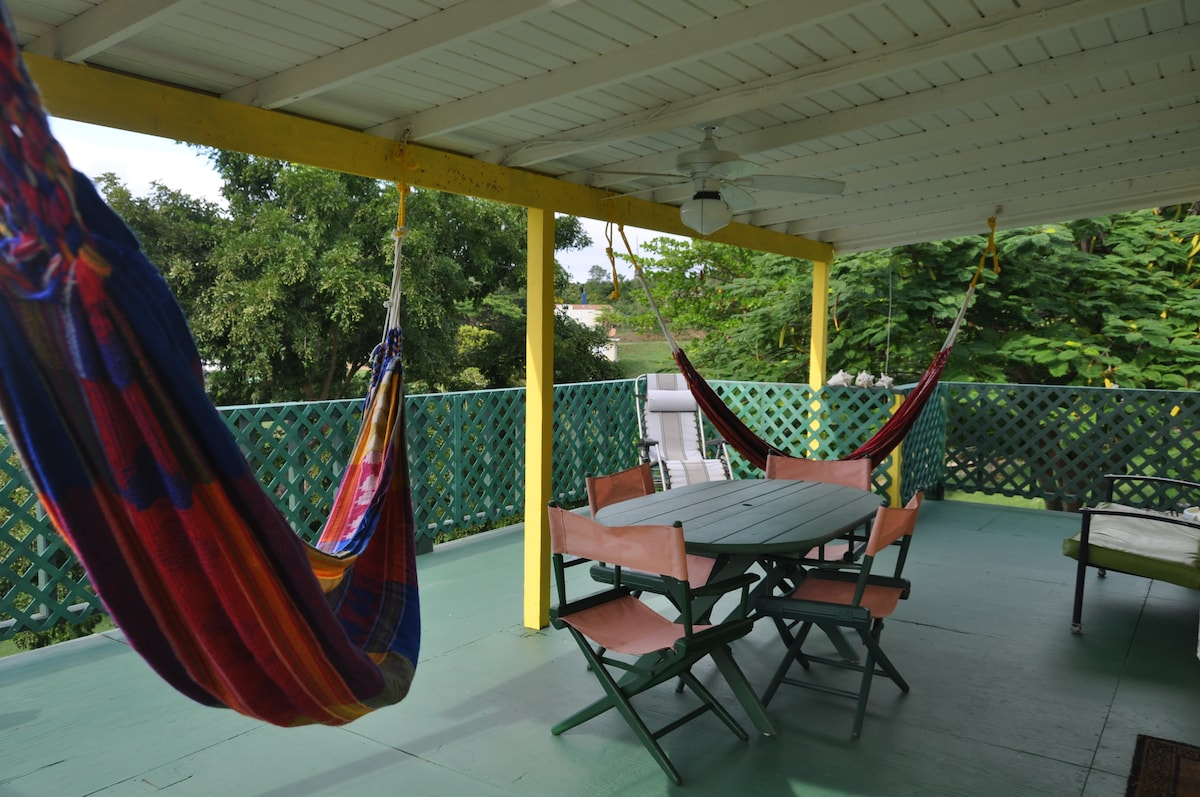 Amarilla Casita In Vieques w/ wifi