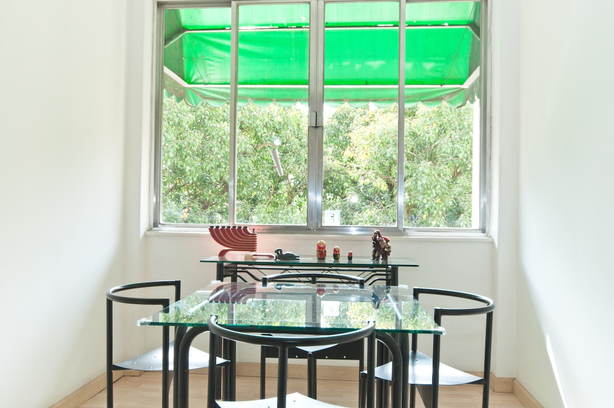Dining table & green view!