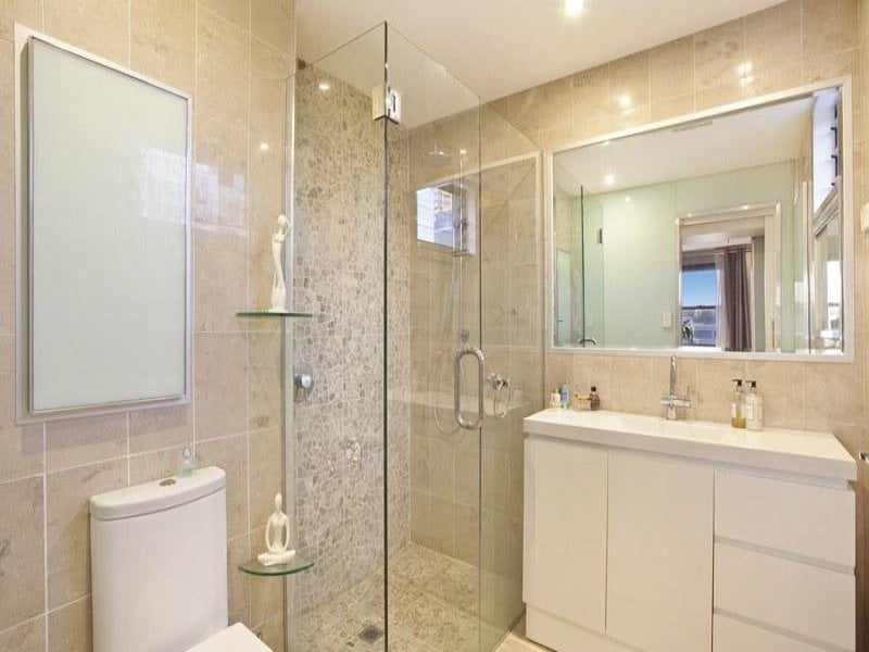 And the master bathroom (ensuite) has a natural stone theme.