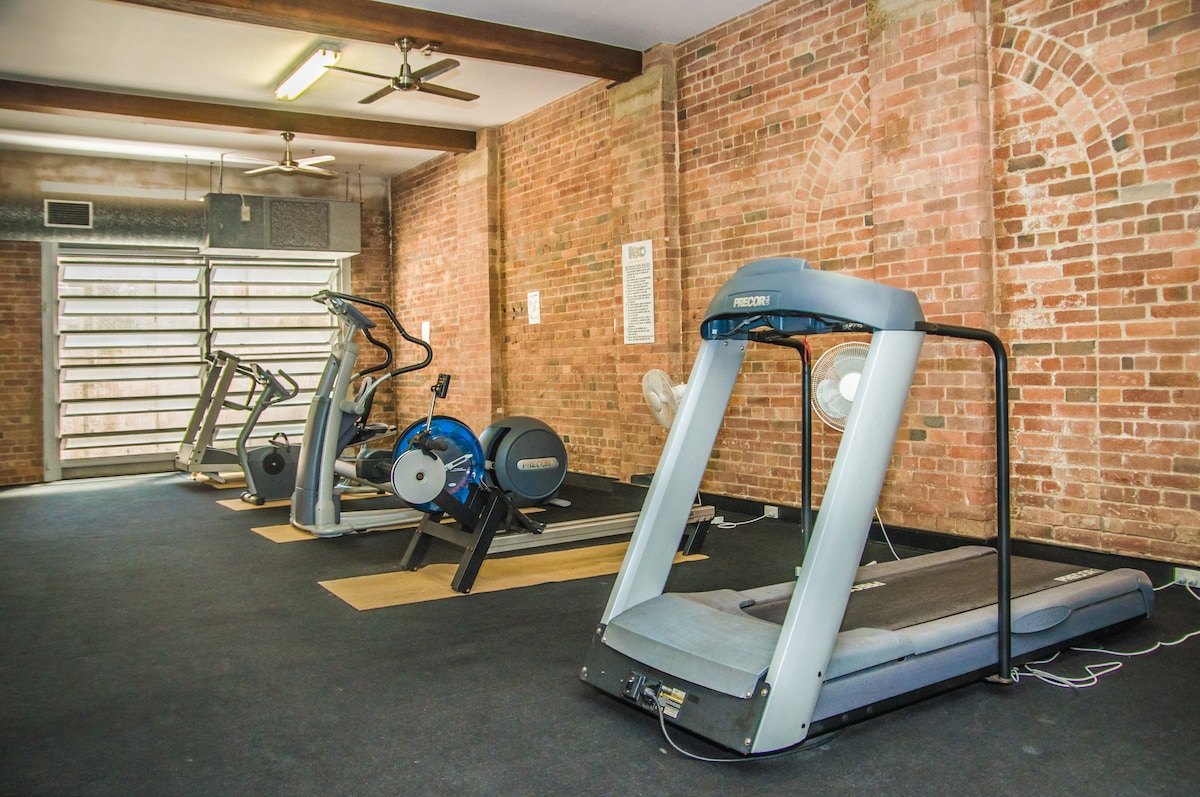 Gymnasium open daily between 0600 and 2200