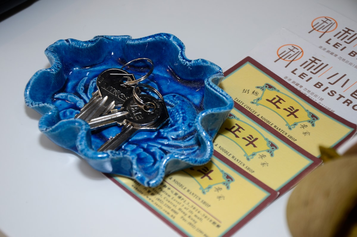 Keys and name cards of recommended local restaurants.