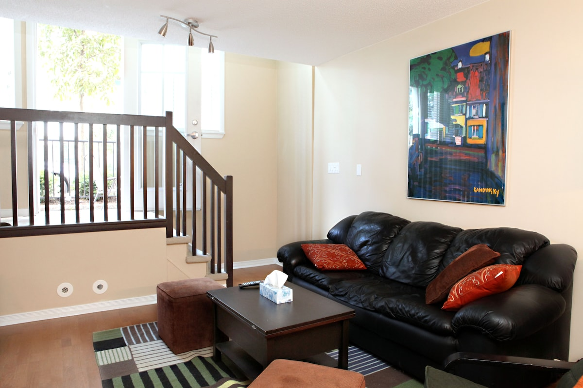 Private Downtown Loft 1 Bed 2 Bath