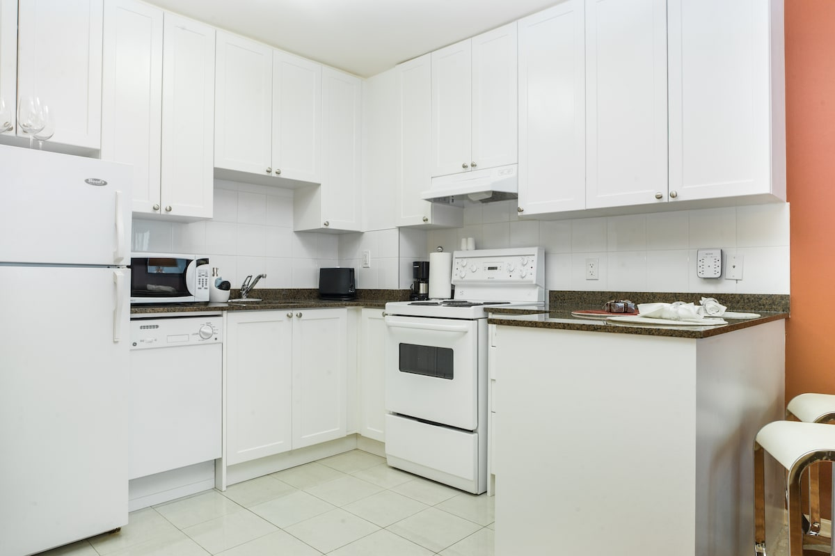 Fully equipped kitchen, microwave, dishwasher, high quality cookware