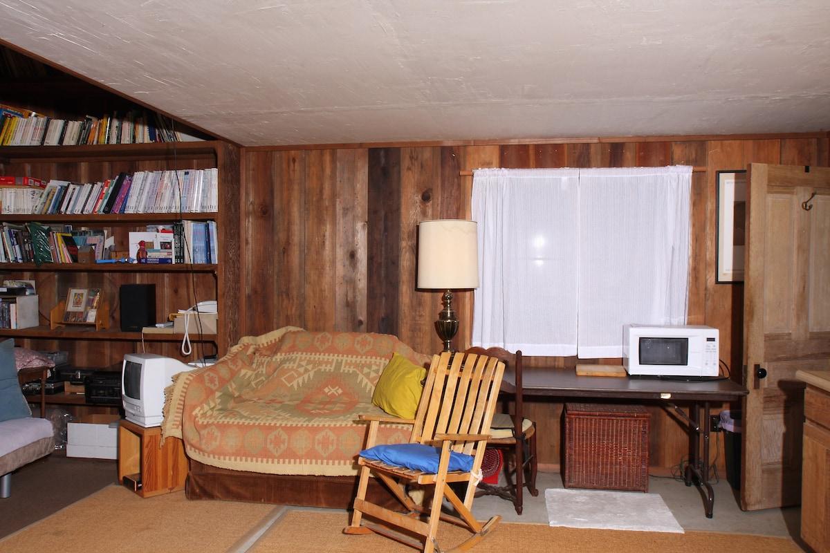 Studio Cottage in Carmel Valley