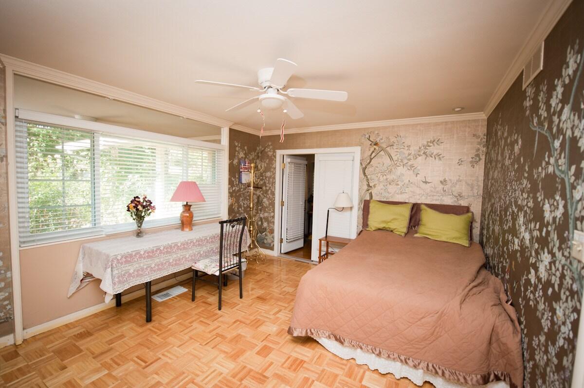 Queen's bed, King's breakfst/Fresno