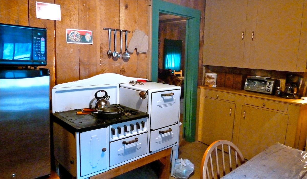 The kitchen is simple, yet fully equipped.  A freshly baked pie and jug of coffee are the perfect start to a relaxing stay in nature.