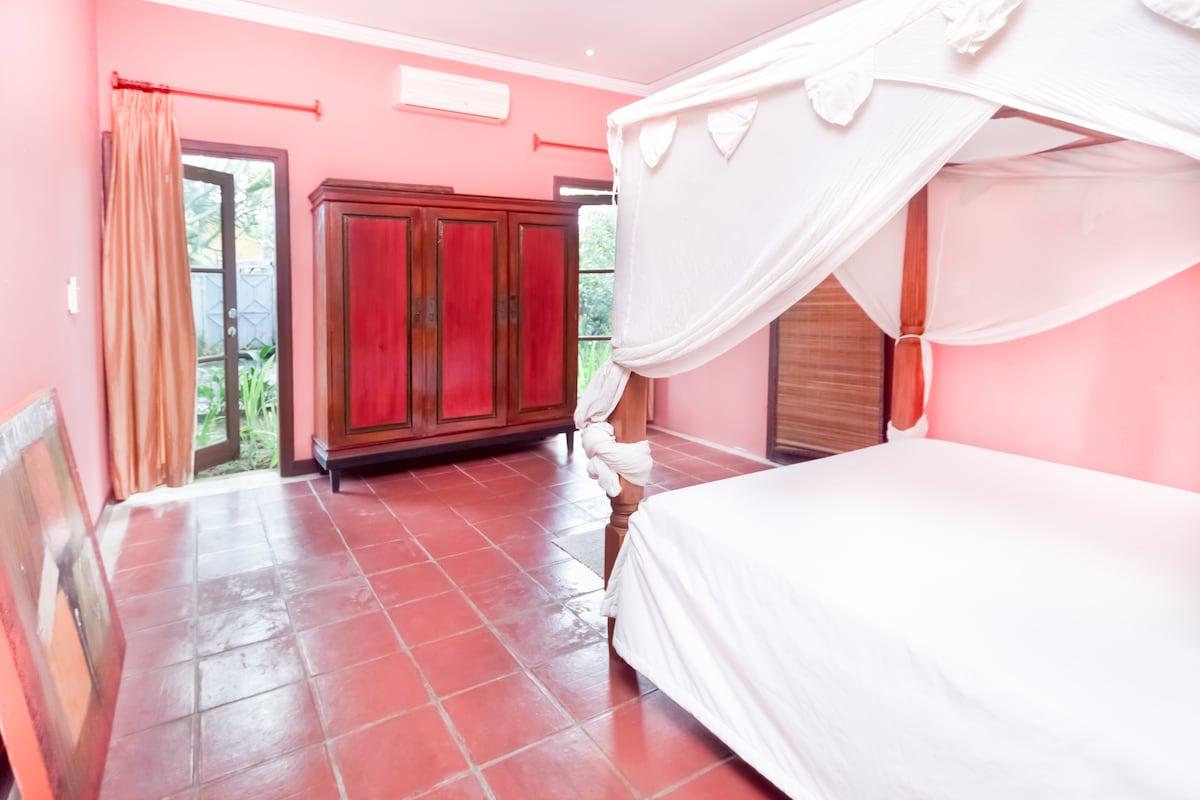 ROSE bedroom with garden view