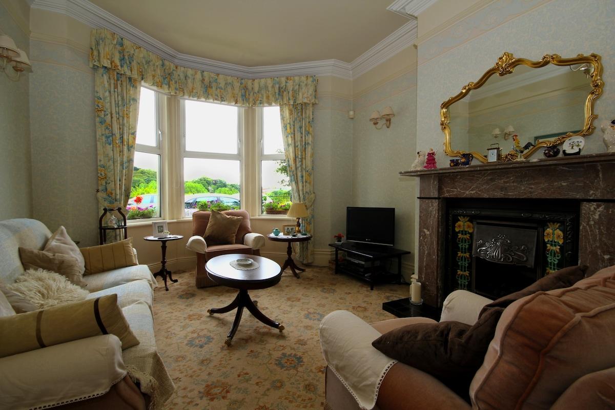 Single Room in Lovely Jesmond Home