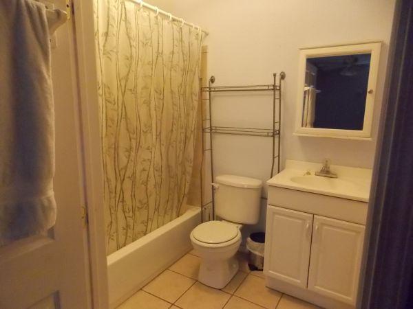 V Large 1 bdr w/ pvt bath & entry